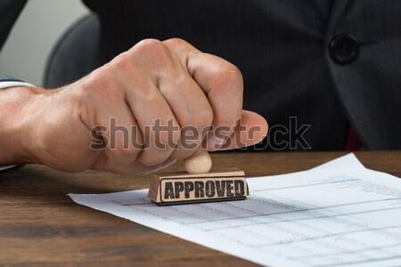 Affaires chèque autre personne mains Photo stock © AndreyPopov