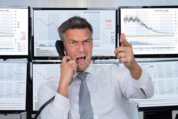 Arrabbiato stock commerciante maschio telefono Foto d'archivio © AndreyPopov