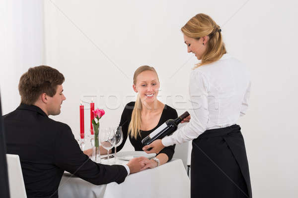 Camarera botella vino Pareja jóvenes vino tinto Foto stock © AndreyPopov