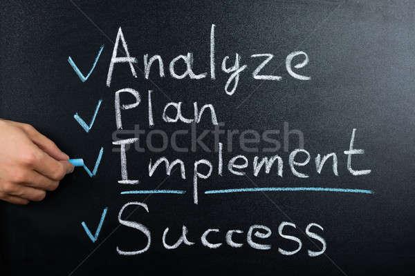 Estrategia de negocios plan pizarra persona mano Foto stock © AndreyPopov