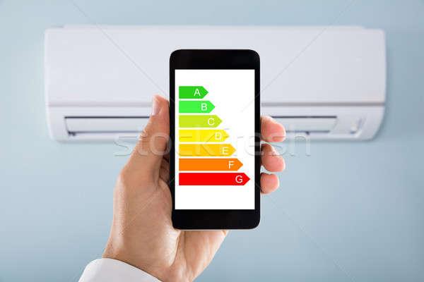 Mano energía etiqueta teléfono móvil acondicionador de aire primer plano Foto stock © AndreyPopov