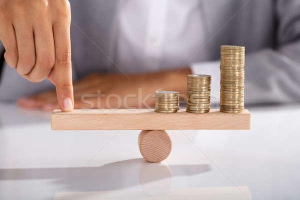 üzletember egyensúlyoz érmék fából készült hinta közelkép Stock fotó © AndreyPopov