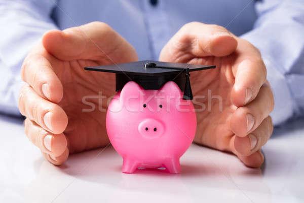 Persona alcancía graduación CAP primer plano personas Foto stock © AndreyPopov
