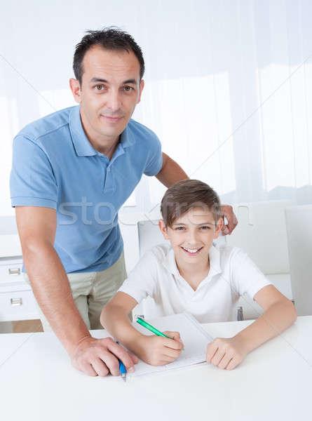 Portret chłopca praca domowa ojciec domu rodziny Zdjęcia stock © AndreyPopov
