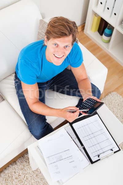 Férfi számlák portré fiatalember otthon számológép Stock fotó © AndreyPopov