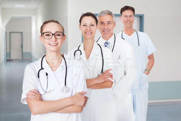Zdjęcia stock: Lekarzy · stałego · rząd · szpitala · korytarz