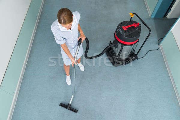 Női munkás takarítás porszívó magasról fotózva kilátás Stock fotó © AndreyPopov