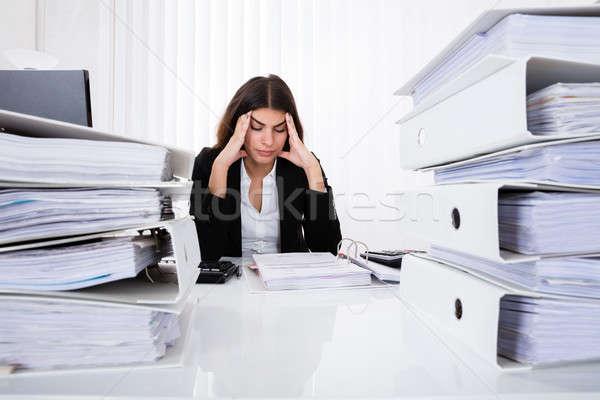 Deprimido mujer de negocios factura jóvenes oficina trabajo Foto stock © AndreyPopov