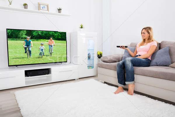 Fiatal nő tv nézés otthon fiatal boldog nő Stock fotó © AndreyPopov