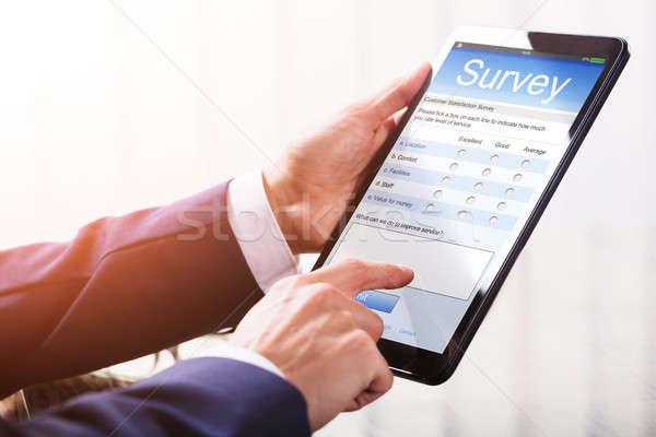 üzletember tömés online felmérés űrlap okostelefon Stock fotó © AndreyPopov