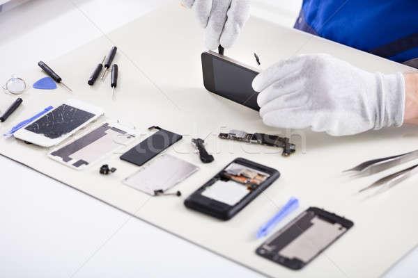 Menselijke hand smartphone schroevendraaier telefoon Stockfoto © AndreyPopov