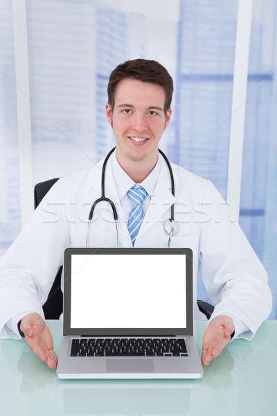 Orvos bemutat laptop képernyő asztal portré Stock fotó © AndreyPopov