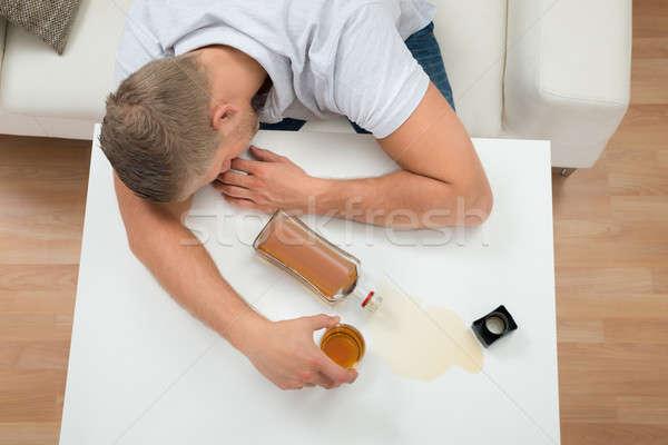 Bêbado homem adormecido tabela álcool jovem Foto stock © AndreyPopov