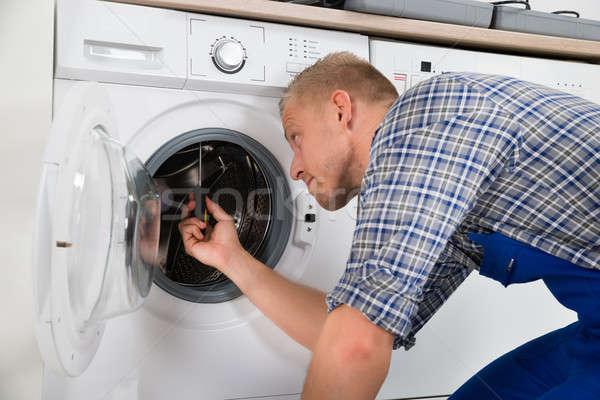 Máquina de lavar jovem bonito cozinha Foto stock © AndreyPopov