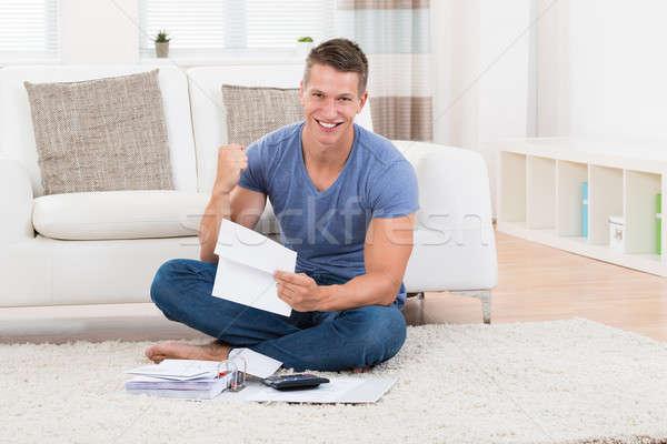 человека калькулятор молодые счастливым домой диван Сток-фото © AndreyPopov