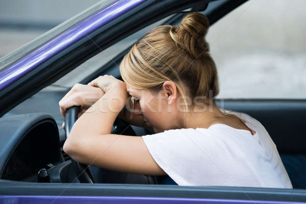 Stok fotoğraf: Yorgun · kadın · direksiyon · araba · yandan · görünüş