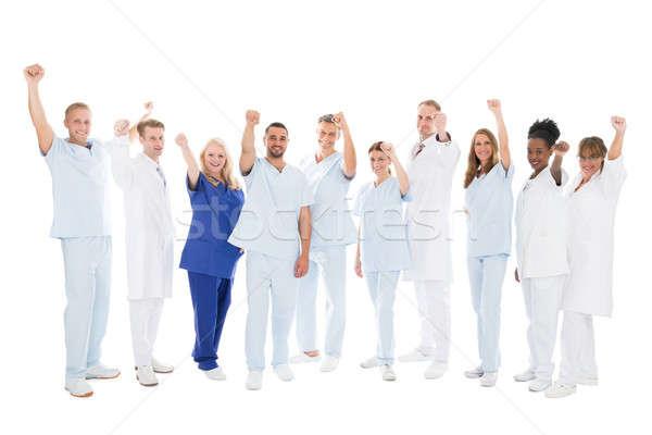 Több nemzetiségű orvosi csapat áll karok a magasban teljes alakos Stock fotó © AndreyPopov