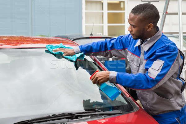 Munkás autó szélvédő fiatal afrikai ruha Stock fotó © AndreyPopov