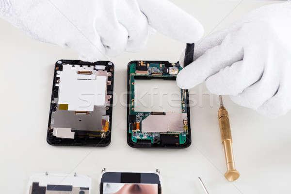 Személyek kéz javít mobiltelefon közelkép visel Stock fotó © AndreyPopov