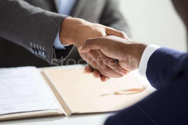 Közelkép üzletember kezet fog jelölt munkahely üzlet Stock fotó © AndreyPopov