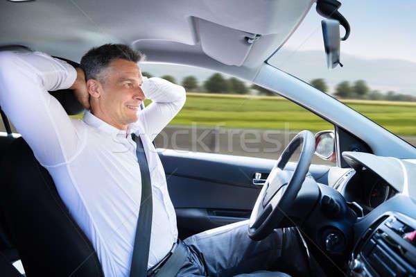 Zdjęcia stock: Człowiek · posiedzenia · jazdy · samochodu · widok · z · boku