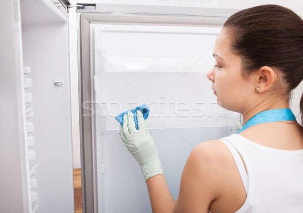 Kadın temizlik buzdolabı genç kadın iç Stok fotoğraf © AndreyPopov