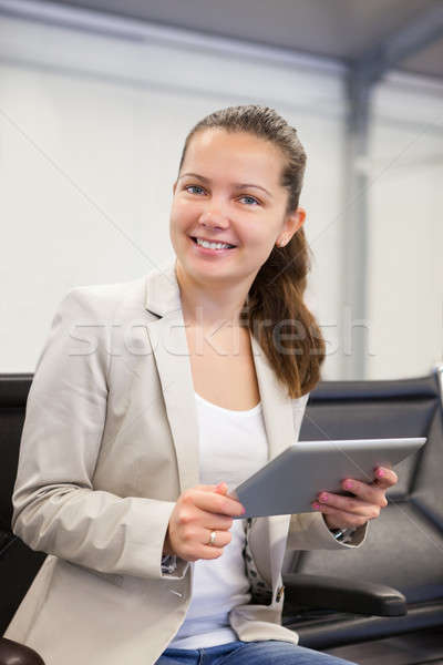 Kobieta interesu lotniska lobby portret młodych Zdjęcia stock © AndreyPopov
