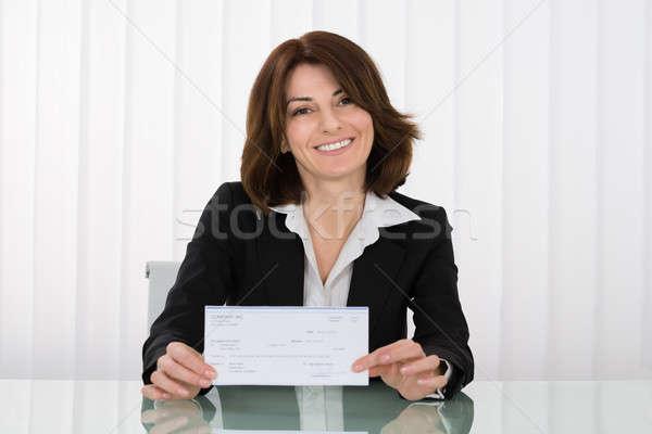 Zakenvrouw aanbieden cheque gelukkig salaris kantoor Stockfoto © AndreyPopov