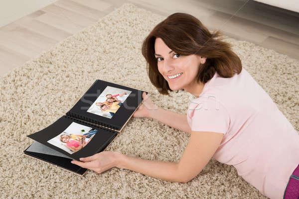 Nő család fényképalbum szőnyeg könyv boldog Stock fotó © AndreyPopov