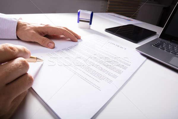 Eller şarkı söyleme sözleşme işadamı büro ofis Stok fotoğraf © AndreyPopov