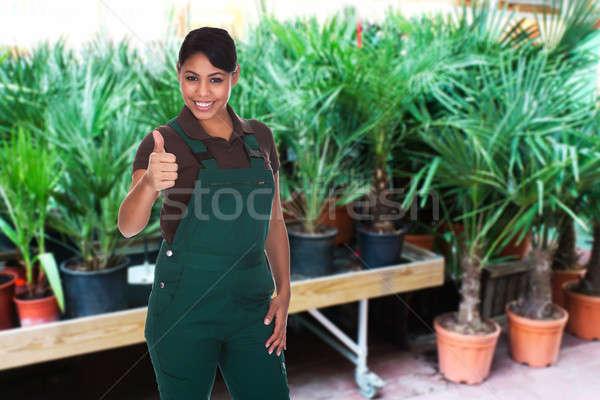 Feminino jardineiro polegar para cima retrato Foto stock © AndreyPopov