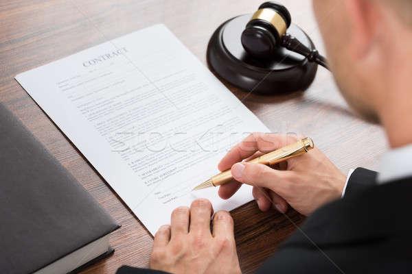 судья подписания договор бумаги столе Сток-фото © AndreyPopov