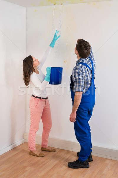 Nő mutat víz plafon karbantartás fickó Stock fotó © AndreyPopov