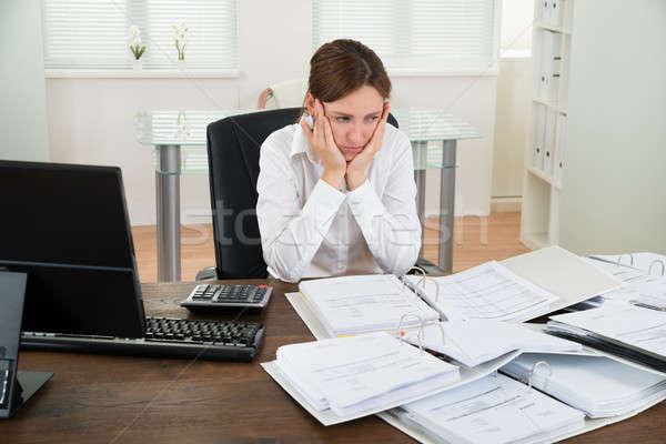 Contador trabalhando secretária infeliz feminino Foto stock © AndreyPopov
