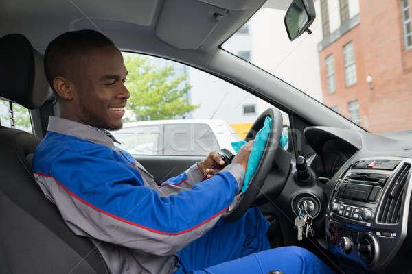 Werknemer schoonmaken stuur auto doek gelukkig Stockfoto © AndreyPopov