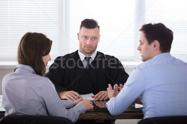 Pár veszekedik egyéb bíró fiatal pér tárgyalóterem Stock fotó © AndreyPopov
