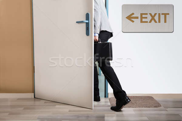 Fuß heraus exit sign Wand Business Stock foto © AndreyPopov