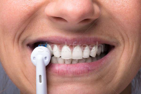 Dientes eléctrica cepillo de dientes primer plano casa cara Foto stock © AndreyPopov