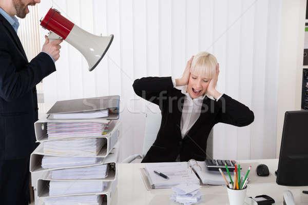 Jefe mujer de negocios altavoz jóvenes oficina Foto stock © AndreyPopov