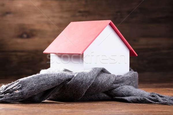Sjaal rond huis model houten tafel Stockfoto © AndreyPopov