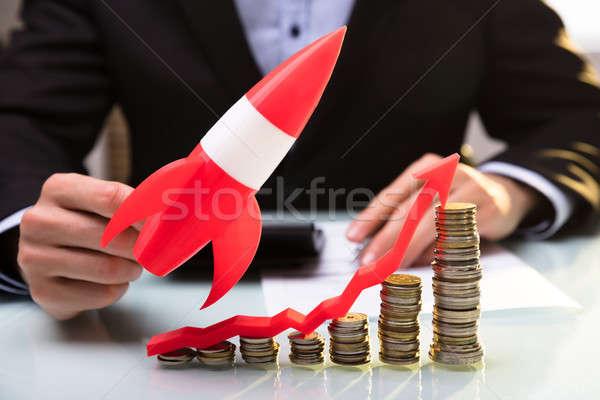 Battenti razzo monete arrow Foto d'archivio © AndreyPopov