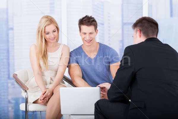 Doradca finansowy inwestycja plan para laptop Zdjęcia stock © AndreyPopov