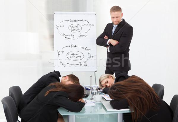 Stockfoto: Zakenman · naar · collega's · slapen · presentatie · boos