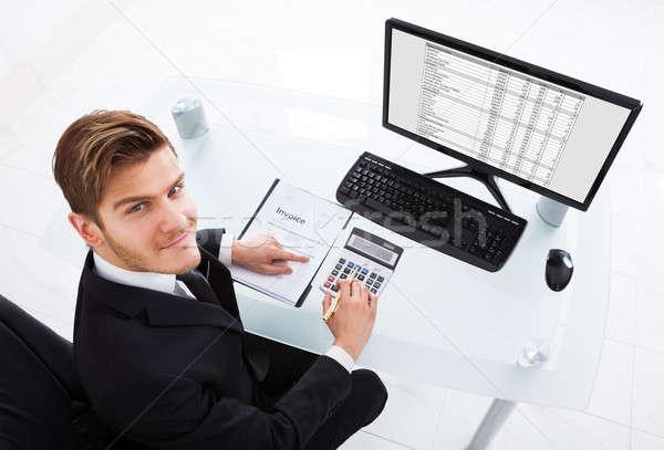 Empresário despesas mesa de escritório ver secretária Foto stock © AndreyPopov