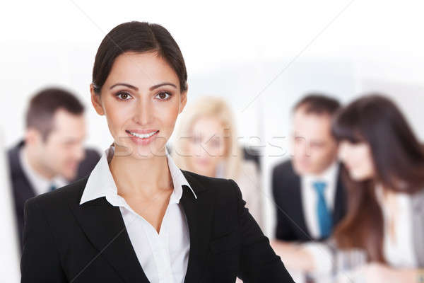 Glimlachend zakenvrouw team bespreken boardroom portret Stockfoto © AndreyPopov