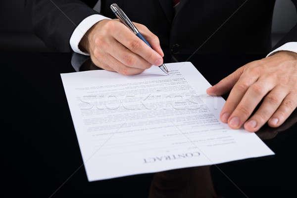 Işadamı imza sözleşme kâğıt kalem Stok fotoğraf © AndreyPopov