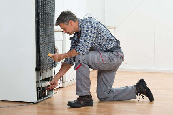 Stock fotó: Technikus · hűtőszekrény · otthon · teljes · alakos · férfi · dolgozik