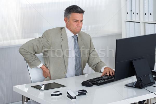 Stock fotó: érett · üzletember · szenvedés · hátfájás · asztal · iroda