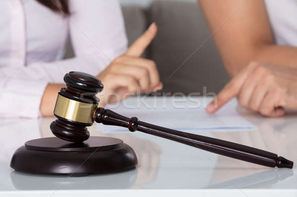 カップル 議論 文書 法廷 後ろ 小槌 ストックフォト © AndreyPopov