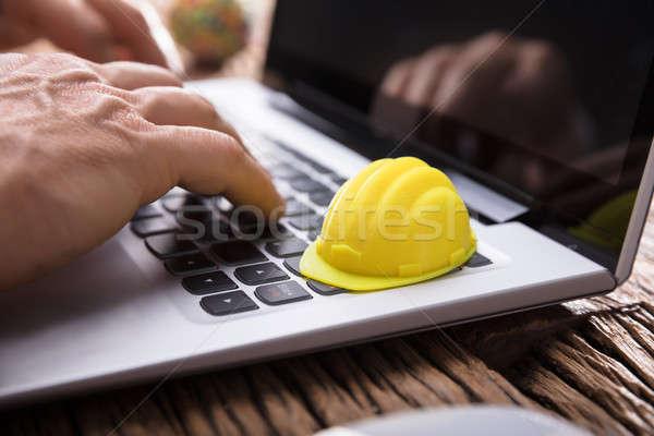 Сток-фото: стороны · используя · ноутбук · желтый